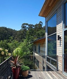 Family home in Mill Valley provides welcoming living spaces
