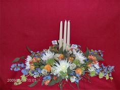 Graduation Centerpiece : Fresh flowers design with the colors of your school/university!!!