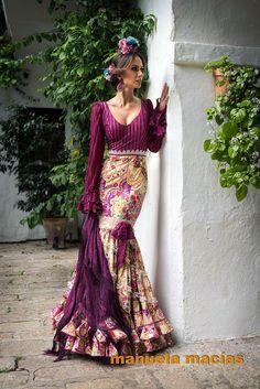 beautiful purple with a print Flamenco Costume, Flamenco Skirt, Flamenco Dancers, Dance Costumes, Flamenco Dresses, Gypsy, Spanish Dress, Mode Simple, Spanish Fashion