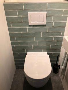 Vintage toilet tegels groen in 2020 Buy Toilet, Small Toilet, Toilet Room, Wc Design, Toilet Design, Bad Inspiration, Bathroom Inspiration, Frameless Shower Doors, Bathrooms Decor