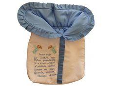 Lindo saco manta para o bebê ficar quentinho e confortável. Ideal para Recém-Nascidos. Muito prático e seguro! Em tecido fustão, forro 100% algodão, acolchoado e com bordado oração Santo Anjo. Fechamento em Zíper.