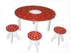 Deze hoogwaardige kwaliteit 3- persoons Paddestoel Speeltafel van KPW heeft een ronde opbergbak in het midden van de speeltafel waarin u bijv speelblokken in kunt bewaren. Deze Speeltafel zal een echte blikvanger zijn in uw speelhoek, peuterspeelzaal of wachtruimte. Deze zeer mooie Kinderspeelhoek wordt geleverd inclusief 3 bijbehorende houten Paddestoel krukjes.  Deze Paddenstoel speeltafel is van Hollands fabricaat en wordt nog op een ambachtelijke wijze gemaakt van zeer degelijk…
