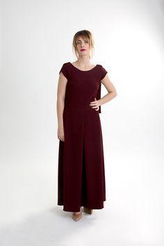 Dark red linen backless dress. Dark Red Dresses, Burgundy Dress, Fall Winter 2015, Backless, Women Wear, Jumpsuit, Chic, How To Wear, Collection