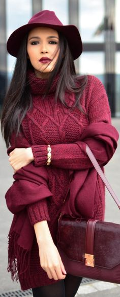 Not so much the outfit. BUT THE COLOR! Burgundy knitted jumper and hat - very impressive # Women's Cold Weather Fashion Burgundy Outfit, Burgundy Fashion, Burgundy Sweater, Burgundy Wine, Burgundy Color, Style Work, Mode Style, Fashion Mode, Womens Fashion