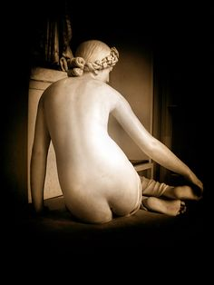 Statue . Sculpture (Louvre - La Sensualité des Ombres) by Tiquetonne2067, via Flickr