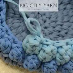 ― 💮rose oliveiraさん( 「Aprendam a fazer esse ponto, o famoso pipoca.fica lindo no fio de malha também. Crochet Diy, Crochet T Shirts, Love Crochet, Crochet Crafts, Crochet Projects, Crochet Double, Crochet Rugs, Crochet Basket Pattern, Crochet Stitches Patterns