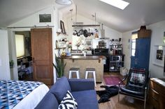 Leslie's 350 Square Foot Cozy Charleston Garage Apartment — House Call