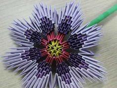 Na tym filmie prezentuję wykonane przeze mnie fioletowe kwiaty.    Jeden kwiat wykonuje się z 196 modułów.    Wymiary po wykonaniu:  Średnica kwiata ~ 18 [cm]    Kwiaty wykonywałem z modułów z papieru o wymiarach 7,4x5,25 [cm] (z 1 kartki A4 wychodzi 16 szt.)    Na innych moich filmach można zobaczyć jak powstawał wazon i kwiaty. Zapraszam!      ...