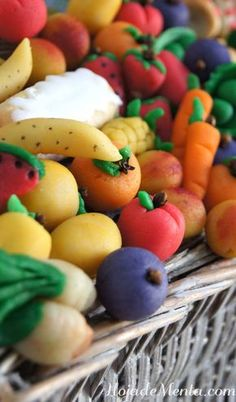 My Life in the Countryside Mexican Food Recipes, Sweet Recipes, Dessert Recipes, Mini Desserts, Delicious Desserts, Marzipan Fruit, Guatemalan Recipes, Guatemalan Food, Pastry Art