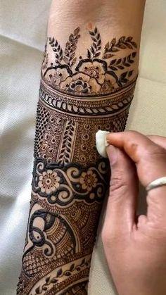 Legs Mehndi Design, Latest Bridal Mehndi Designs, Full Hand Mehndi Designs, Stylish Mehndi Designs, Mehndi Designs For Beginners, Mehndi Designs For Girls, Mehndi Design Photos, Wedding Mehndi Designs, Mehndi Designs For Fingers