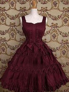 "Lolita clothing refers to clothing based on Gothic, sweet and retro styles. Lolita clothing is usually designed on the basis of ""dolly-like"" lace, lace, lace Vintage Dresses, Vintage Outfits, Vintage Fashion, Pretty Dresses, Beautiful Dresses, Frilly Dresses, Formal Dresses, Moda Lolita, Estilo Lolita"