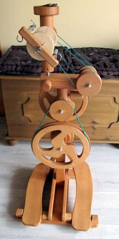 1 — really neat looking spinning wheel! Diy Spinning Wheel, Spinning Wool, Hand Spinning, Spinning Wheels, Cnc Projects, Diy Projects To Try, Woodworking Projects, Hair Yarn, Drop Spindle