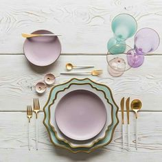 Perfect setting for a spring bridal shower brunch. Heath Ceramics, Dinner Sets, Home Decor Accessories, Ceramic Art, Dinnerware, Kitchen Decor, Decorative Plates, Sweet Home, Table Settings