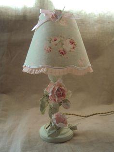 lampadaire en bronze patin lin et son abat jour shabbychic d coration romantique floor lampes. Black Bedroom Furniture Sets. Home Design Ideas
