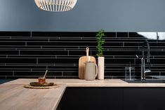 Bytt stil på kjøkkenet med ny benkeplate - Byggmakker Kitchens, Ceiling Lights, Lighting, Home Decor, Modern, Decoration Home, Room Decor, Kitchen, Lights