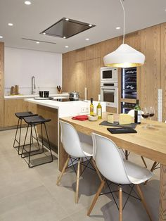 31 Modern Kitchen Area Suggestions Every Residence Prepare Needs to See Kitchen Island And Table Combo, Contemporary Kitchen, Kitchen Decor Pictures, Kitchen Room Design, Kitchen Island Dining Table, Kitchen Island Design, Kitchen Dinning, Condo Kitchen, Modern Kitchen Interiors