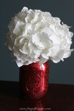 Try this inexpensive and fun DIY Glitter Mason Jar Vase. Follow this easy tutorial to make your own. It makes a beautiful Christmas decoration!
