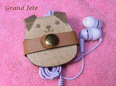 丸犬イヤホンコードクリップCP-D2(木&レザー) 携帯アクセサリー・ストラップ grand jete ハンドメイド通販・販売のCreema