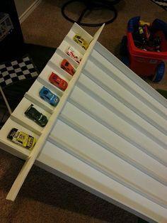 DIY homemade race track ramp using tri-fold form display board. very easy