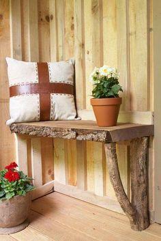Красива и функционална полица, изработена от обикновени материали, които се намират почти във всяка къща или вила. Вижте как да я направите.