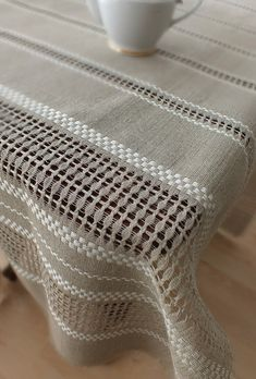 Hand woven Linen lace tablecloth - table runner de noraVintageHome por DaWanda.com