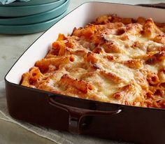 Creamy Baked Ziti: Creamy is the key word here, as cream cheese takes a tomato and ziti pasta casserole to a whole new level of pasta deliciousness. Don& forget the double dose of cheese on top - it& the crowning glory on this baked pasta casserole. Creamy Baked Ziti Recipe, Best Baked Ziti Recipe, Kraft Recipes, Pasta Recipes, Cooking Recipes, Kraft Foods, Cooking Tips, Recipe Pasta, Meal Recipes