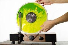 Des disques vinyles remplis de bulles colorées, pour rendre l'écoute encore plus…