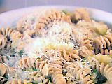 Pasta with Escarole, White Beans and Chicken Sausage... I've made this before and it comes out sooo yummy!
