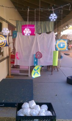 Exploring the Outdoor Classroom: Snowball Targets! SNOOOOOW FUN!