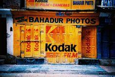 Boutique Kodak à Kathmandu, Nepal. Kodak Camera, Kodak Film, Camera Shop, Camera Stores, Vintage Photography, Film Photography, Kodak Logo, Grand Bazar, La Petite Boutique
