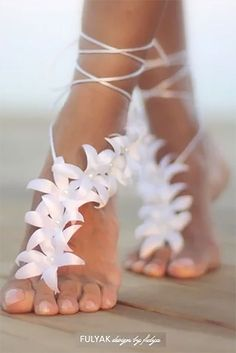 hochzeitsschuhe strand Wedding shoes at a barefoot wedding or reception Yes, please. These flower and pearl barefoot sandals are like floral feet jewelry for a Summer wedding. Look for them as the fifth buy listing on the page. Barefoot Sandals Wedding, Barefoot Beach, Bridal Sandals, Beach Sandals, Barefoot Shoes, Outdoor Wedding Shoes, Beach Wedding Shoes, Summer Wedding, Beach Weddings
