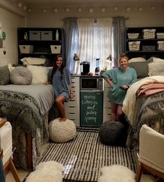 Best Dorm Room Decoration Ideas You'll Want To Copy college dorm room, dorm room organization ideas, dorm room decor, teen room decorations Dorm Room Colors, Cute Dorm Rooms, College Dorm Rooms, Girl Dorm Rooms, Dorm Room Ideas For Girls, Doorm Room Ideas, Cute Dorm Ideas, Girl College Dorms, Diy Dorm Room