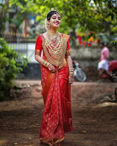 Discover thousands of images about Makeup artist outfit indian weddings 65 ideas South Indian Bride Saree, Kerala Wedding Saree, Kerala Bride, Indian Bridal Sarees, Hindu Bride, Bridal Silk Saree, Indian Bridal Fashion, Indian Bridal Wear, Bridal Lehenga
