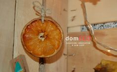 Fruit crates installation by domECO. All decorations are recycled. Orange slic detail. www.domeco.it