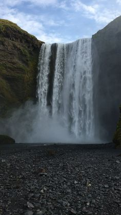 Skógafoss Waterfall In Iceland Places to travel 2019 The gorgeous Skógafoss Waterfall in Southern Iceland Beautiful Places To Travel, Wonderful Places, Amazing Places, Beautiful Waterfalls, Beautiful Landscapes, Iceland Waterfalls, Nature Photography, Waterfalls Photography, Sky Aesthetic