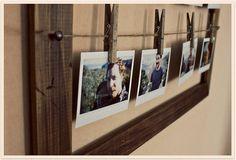 Painel de fotos com restos de madeira