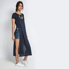 Maxi T-Shirt + shorts jeans + acessórios + tênis