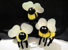 Pom Pom Bumble Bee Instructions