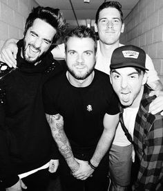 All Time Low <<< IM FÚCKING MEETING THESE BEANS IN JULY AHHHHHHHHHH