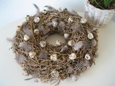Voor pasen Easter Wreaths, Christmas Wreaths, Chocolate Rabbit, Love Flowers, Porch Decorating, Floral Arrangements, Garland, Diy And Crafts, Quail Eggs