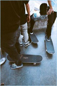 Girls Skate, Skate Boy, Cruiser Skateboard, Skateboard Art, Spitfire Skate, Skate Photos, Skate And Destroy, Images Esthétiques, Burton Snowboards