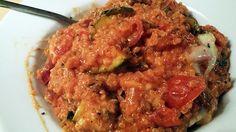 Recept voor een creamy quinoa schotel. Een ovengerecht met quinoa, tomatensaus en romige ingrediënten als kaas en crème fraiche.