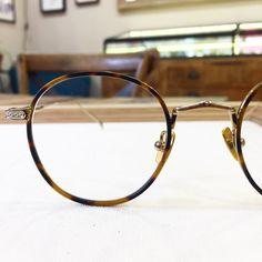 Lunettes de la semaine #189 : La Wagram de @paname_eyewear  #lunettesdelasemaine #unehistoiredelunettes #uhdlmontpellier #tendance #tendance2017 #paname #panameeyewear #paris #france #lunette #lunettes #eyewear #mode #style #fashion #vintage #retro #metalframe #opticien #opticiencreateur #opticienmontpellier #montpelliernow #montpellier #igersmontpellier