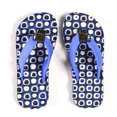 Stevige jongens slippers met massagezool! http://www.oxximoxxi.nl/accessoires/180-blauwe-jongens-slippers.html