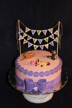 Playful #Cats #Birthday #Cake with cute bow & bunting - We love and had to share! Great #CakeDecorating
