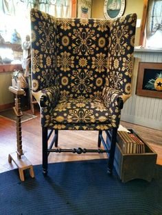 Home At Last Colonial Chair, Colonial Furniture, Farmhouse Furniture, Antique Furniture, Primitive Living Room, Country Primitive, Old Chairs, Wingback Chairs, Settee
