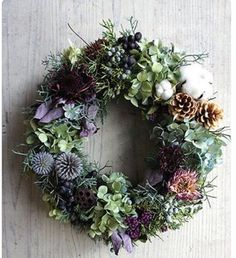 Wine box decorated for Christmas – Christmas Ideas Dried Flower Wreaths, Wreaths And Garlands, Xmas Wreaths, Dried Flowers, Winter Wreaths, Floral Wreaths, Spring Wreaths, Summer Wreath, Door Wreaths