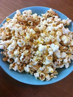 CLEAN caramel popcorn hot off the set... Clean Eating
