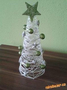 Blíží se čas vánoc a já zkoušela domácí lepidlo a výrobu ze zbytků vlny :-).Povedlo se, proto se chc...