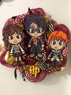 Harry Potter wreath perler beads by Melty Bead Patterns, Hama Beads Patterns, Beading Patterns, Diy Perler Beads, Perler Bead Art, Pearler Beads, Harry Potter Classroom, Harry Potter Decor, Harry Potter Perler Beads